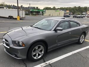2011 Dodge Charger SXT-Sunroof-Bluetooth-8.4 touchscreen.