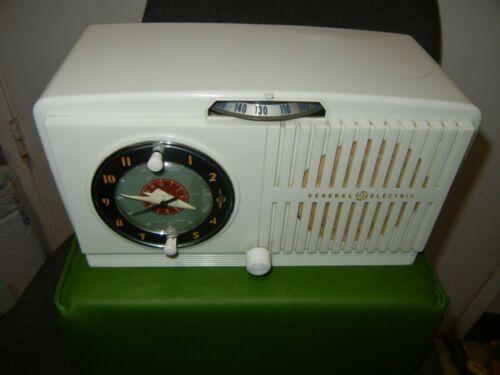 Vintage 1950s General Electric Model 518 Radio Alarm Clock Tube Radio TESTED USA