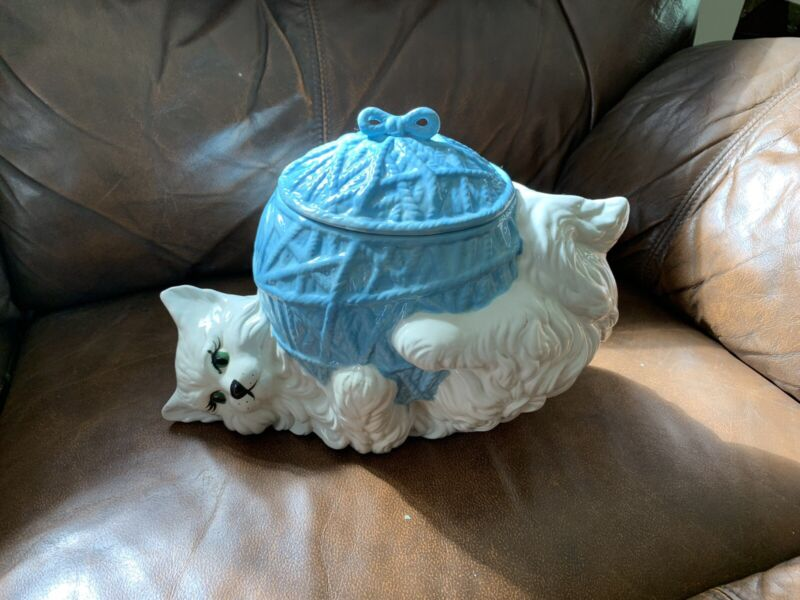 Vintage Pre 1970's Cookie Jar Cat On Ball Of Yarn Excellent Condition