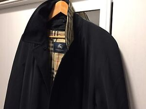 Burberry trench coat ( black)