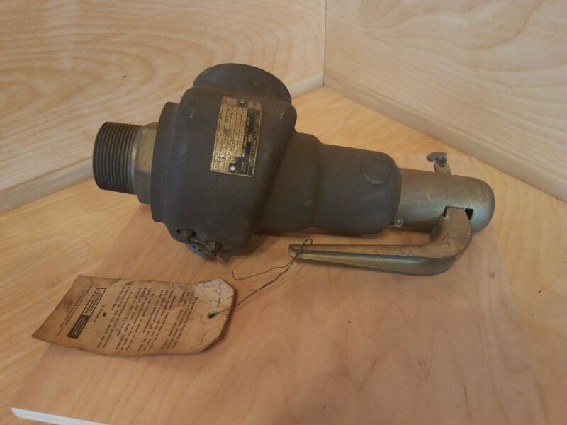 Dresser 1543H - 1-1/2 - 30 PSI Safety Relief Valve