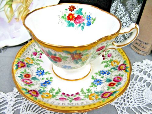 HAMMERSLEY tea cup and saucer painted flower pattern wide mouth teacup 1930s