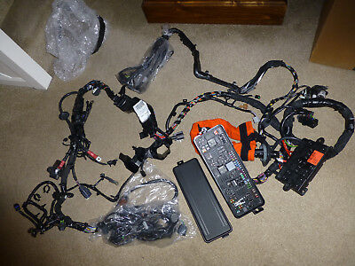LR090070-ENGINE BAY WIRING LOOM / HARNESS / FUSE BOX-RANGE ROVER-NEW