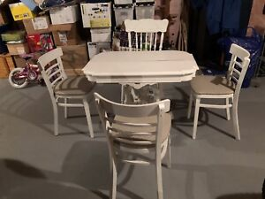 Very cute vintage small dining table with 4 chairs