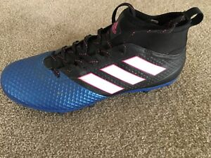 Like new Adidas Soccer Shoes