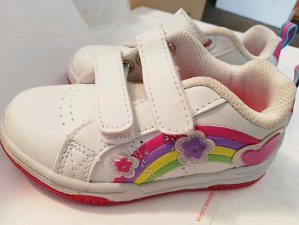 Girls 6 n 7 size shoes