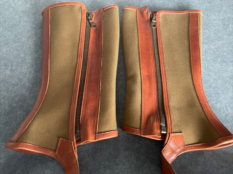UNUSED EXCEPTIONAL QUALITY WALKING/ SHOOTING GAITERS. LEATHER CANVAS. ZIPPED.