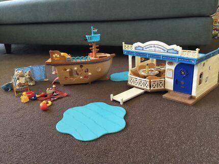 Sylvanian families seaside restaurant, treasure ship, & beach set