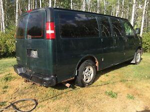2007 Chevrolet LS 1500 family van 12 passenger.