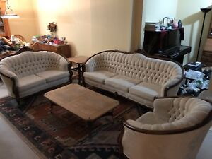 A like new 3-piece sofa set