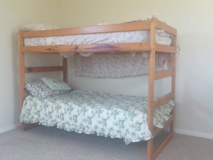 Bunk bed & mattresses in good condition