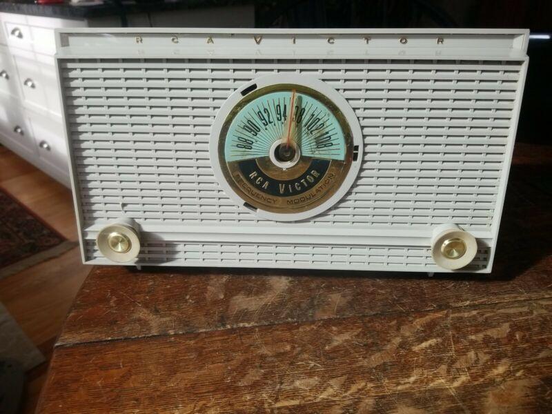 Vintage RCA Victor Tube Radio FM Model 1-F-1 Working!