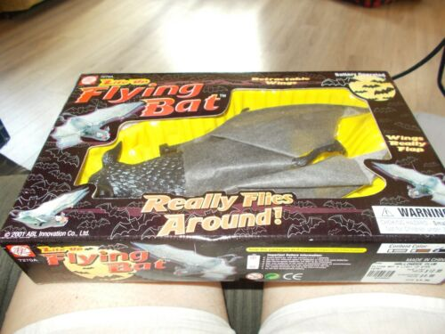 LITE UP FLYING BAT #7270A BATTERY OPERATED