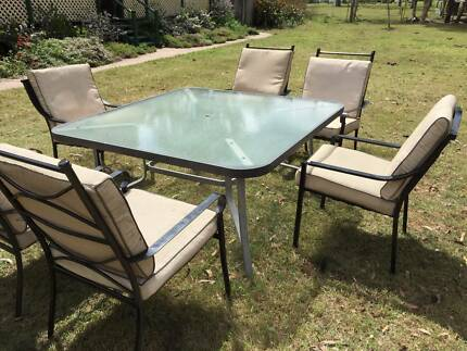HUGE  OUTDOOR TABLE and CHAIRS in  GOOD CONDITION Stockleigh Logan Area Preview