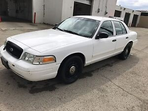 2010 Ford Crown Victoria, only 106500kms.