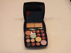 SIGNATURE CLUB A MAKEUP PALETTE VANITY SHADE #1 - FULL SIZE - NEW