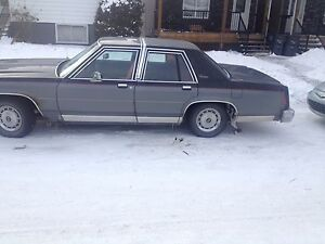 Selling 1985 Ford crown Victoria