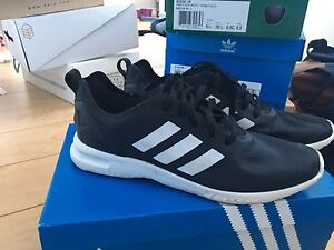 ZX FLUX ADIDAS SMOOTH - black and white shoe