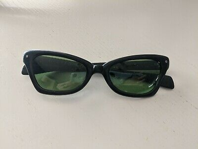 Vintage POLAROID Black Cat Eye Sunglasses Plastic Frames