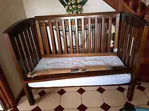 Boori 3 in 1 Cot and change table Shellharbour Shellharbour Area Preview