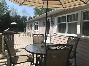 3 bedroom cottage between Grand Bend/Bayfield