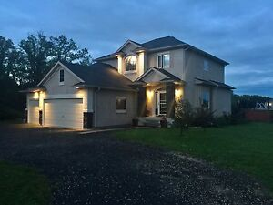 Gorgeous 2 Storey in St Andrews, Finished Basement, A Must See