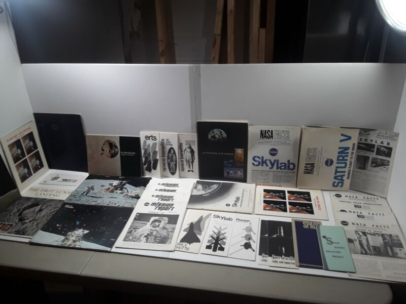 Large Lot of 32 NASA Booklets Pamphlets Brochures 1960s & 1970s