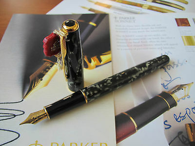 Parker Sonnet Laque Moonbeam 18kt Au Fine nib Fountain pen Mint