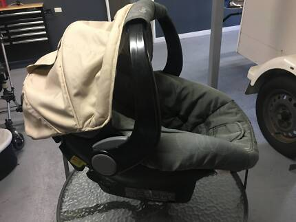 Britax Safe N Sound Unity Capsule - Must go ASAP