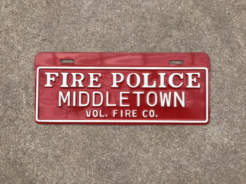FIRE / POLICE - VOLUNTEER FIRE CO. - MIDDLETOWN DELAWARE - LICENSE PLATE TOPPER