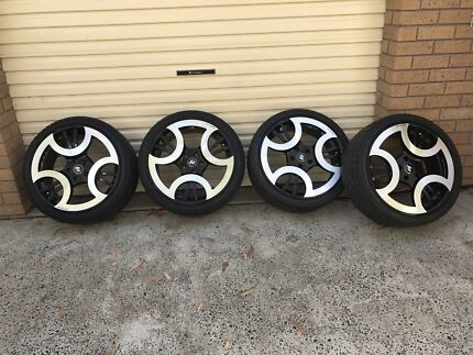 """Amasso 20"""" staggered rims  fit Ve"""
