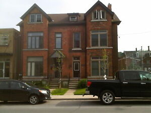 ATTN STUDENT: 4 BD, Historic, Brock Street, Downtown