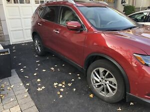 2015 Nissan Rogue SL - Fully Loaded!!