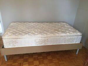 Matelas simple et base de lit