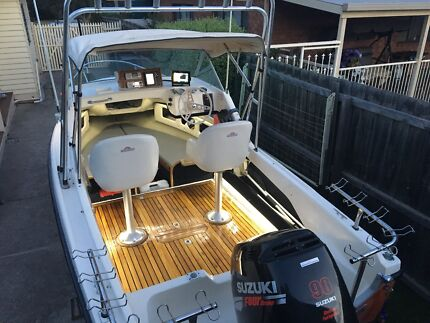 Boat 5m, 2007 90hp 4 Stroke Suzuki