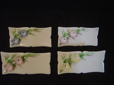 - VINTAGE SET OF FOUR PORCELAIN TABLE SETTING PLACE CARDS WITH APPLIED FLOWERS