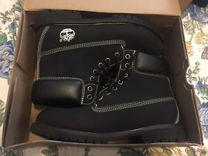 Suede all black timberlands