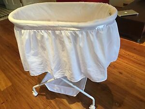 Baby Bassinet - near new,free bottle warmer Epping Ryde Area Preview