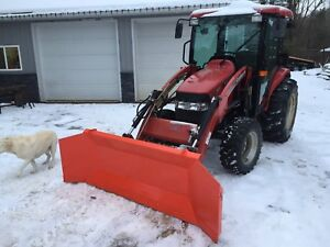 Snow pusher plow blade