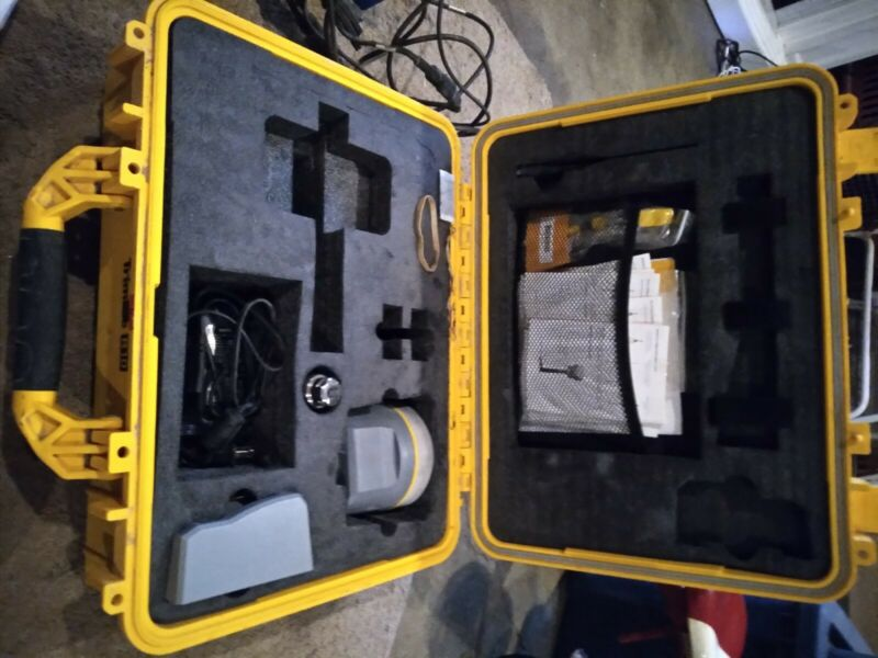Trimble R10-1 Version 2 GNSS Survey Construction UHF ReceiverPacific Crest ADL