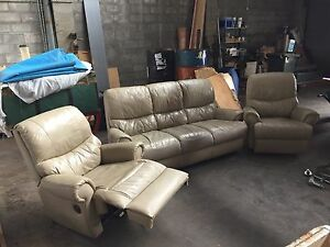 3 seater leather lounge & 2 leather recliners. Barden Ridge Sutherland Area Preview