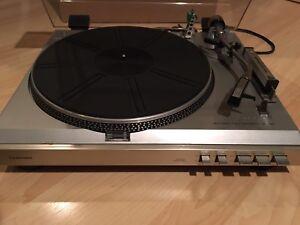 Table tournante et collection disques vinyles