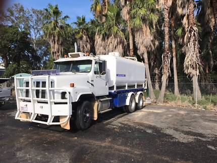 International S2600 6x4 Water Truck
