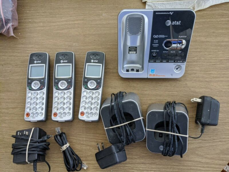 AT&T Digital Answering Machine System Machine TL72308 3 Handsets Cordless Phone