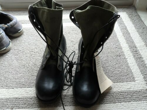 U.S. MILITARY ISSUED JUNGLE BOOTS  SIZE 10 REG  (NOS) 6-67