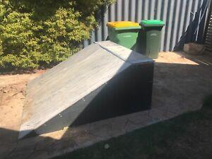 Skateboard ramp