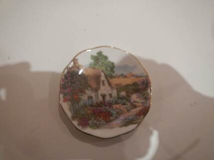 FINE BONE CHINA PIN DISH ENGLISH COTTAGE AND GARDEN THATCHED ROOF