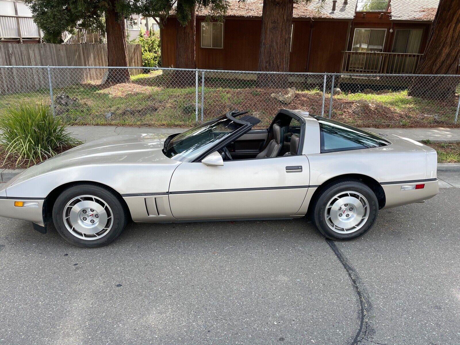 1986 Gold Chevrolet Corvette     C4 Corvette Photo 1