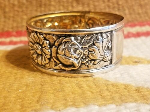 BEAUTIFUL 1890s STERLING SILVER NAPKIN RING WITH EMBOSSED REPOUSSE FLORAL DESIGN