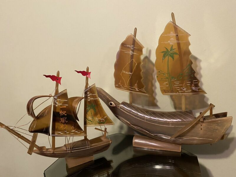 2 Carved Pirate Ships Model Boat Boat Souvenir Statue Vintage Taiwan